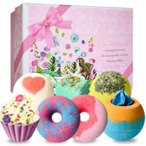 Bright bath bombs - will give pleasure and relaxation in the evenings. A pleasantly spent evening is the key to a good mood for tomorrow. A good option for a gift for Valentine's Day.